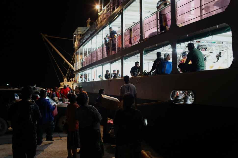 Ship Loading, Weno
